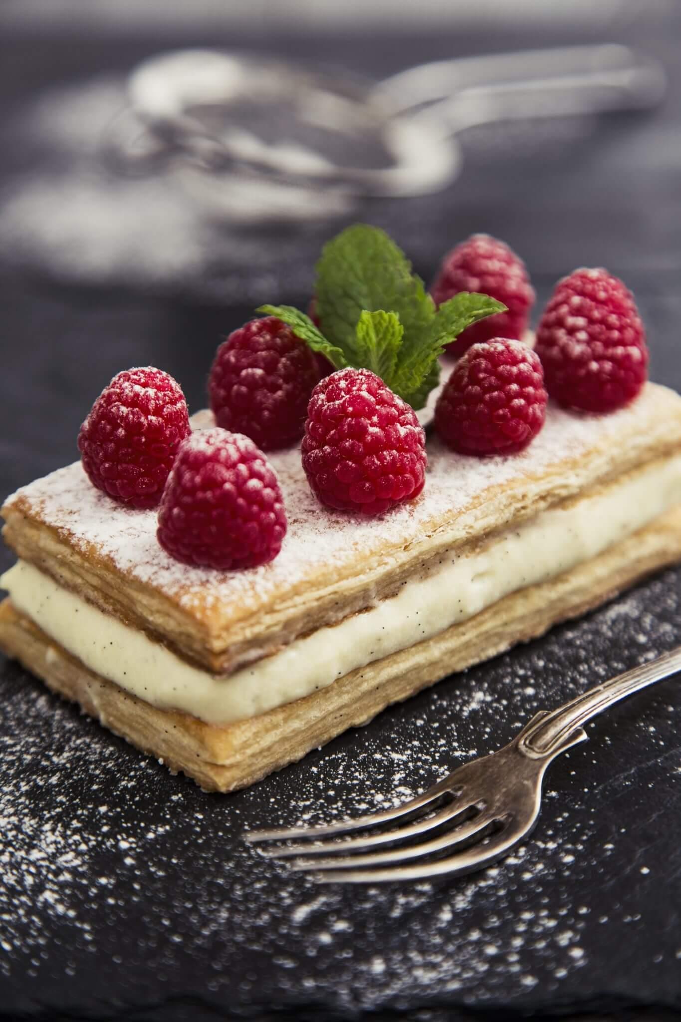 Ciastka francuskie z kremem waniliowym