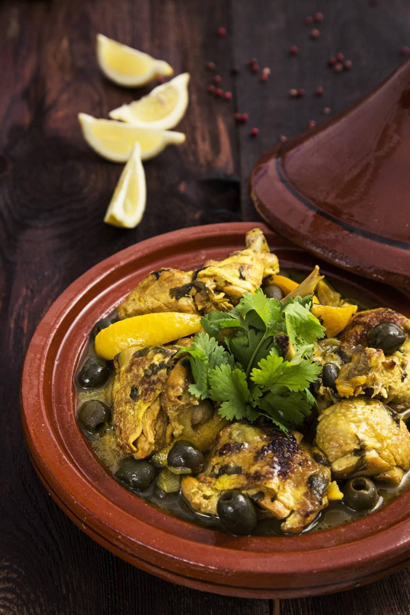 Tajine z kurczaka z cytryną i czarnymi oliwkami