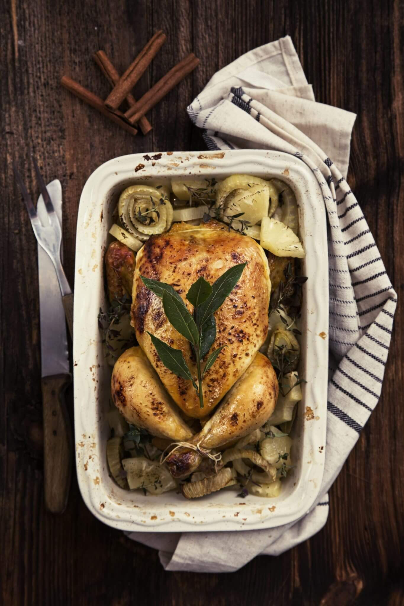 Kurczak pieczony z ananasem i koprem włoskim