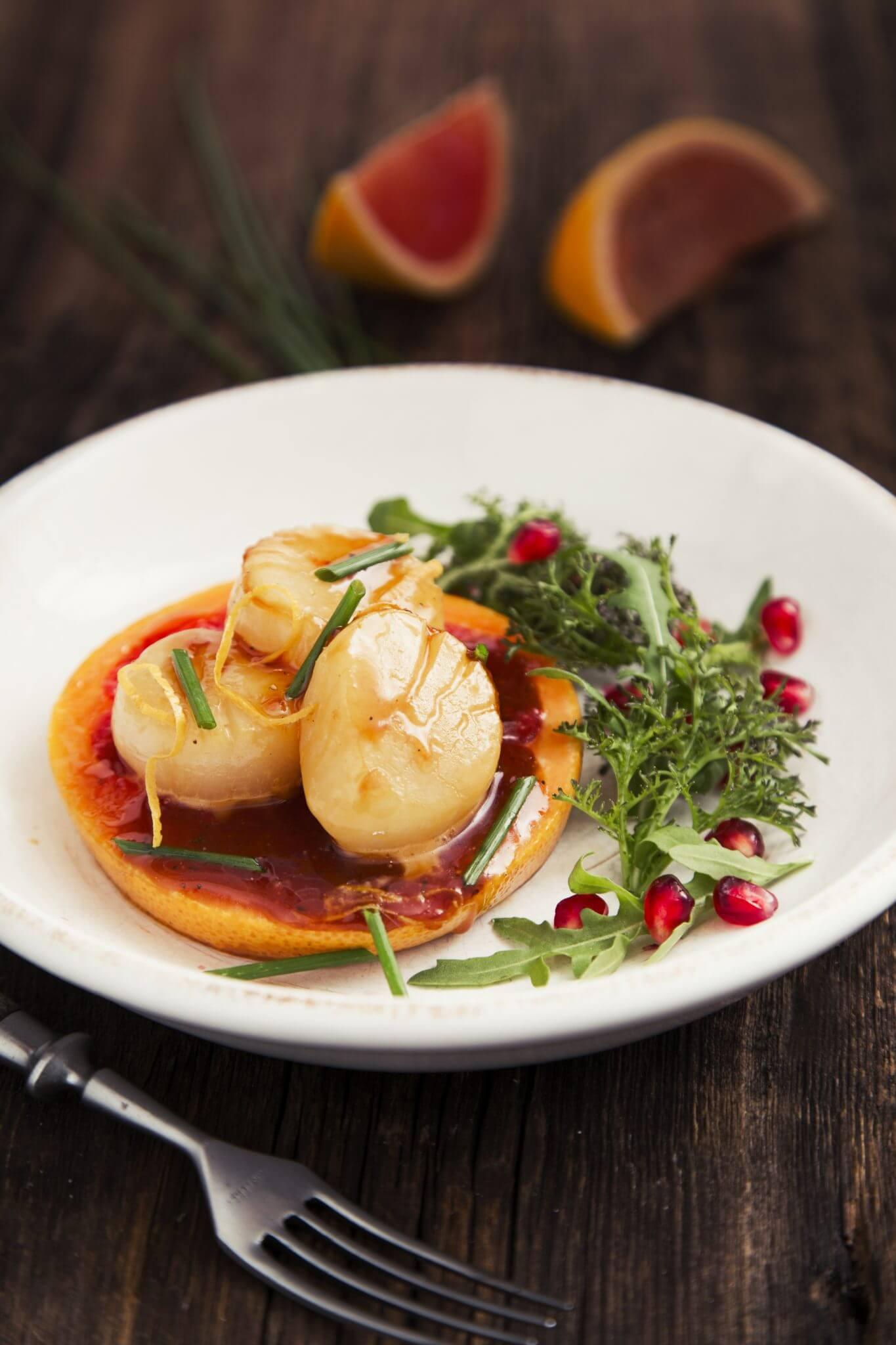 Małże Św. Jakuba (Przegrzebki) z karmelizowanym grapefruitem