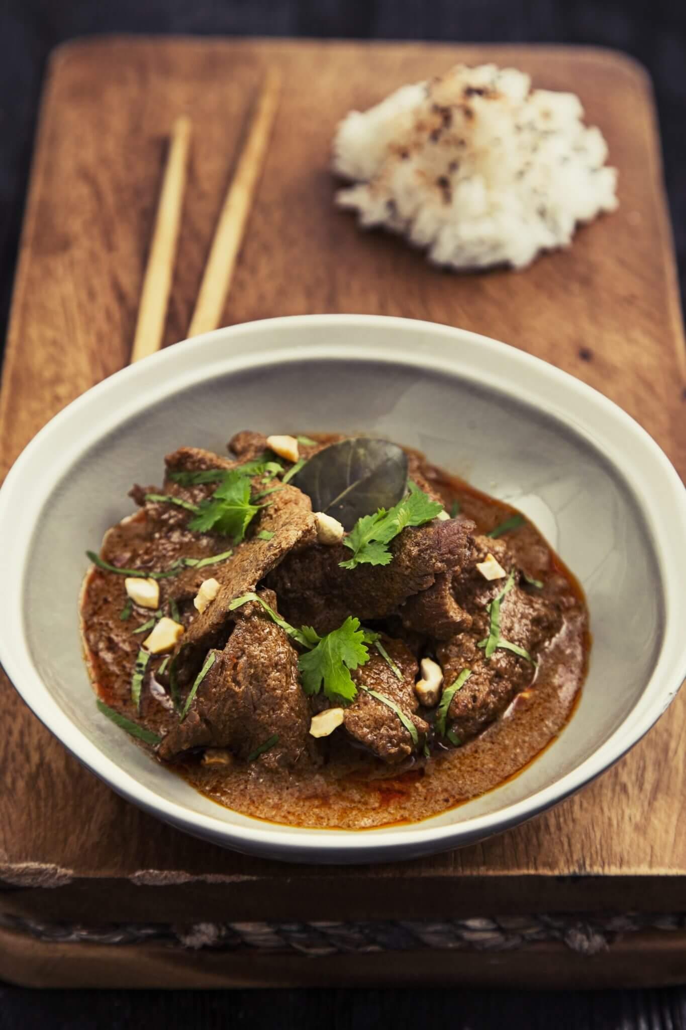 Czerwone curry wołowe z mlekiem kokosowym po tajsku