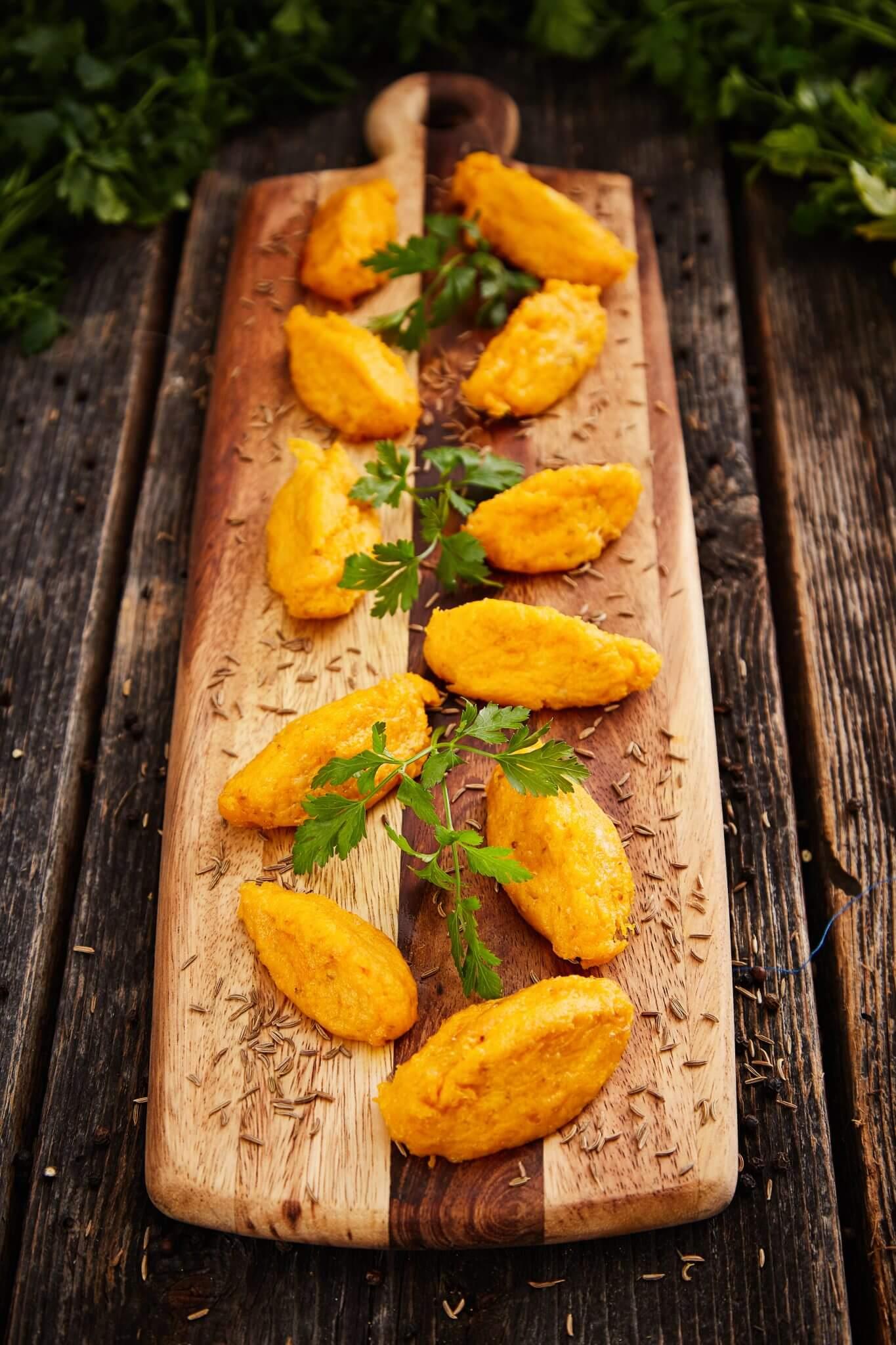 Marchwiowo-serowe racuszki z kminkiem